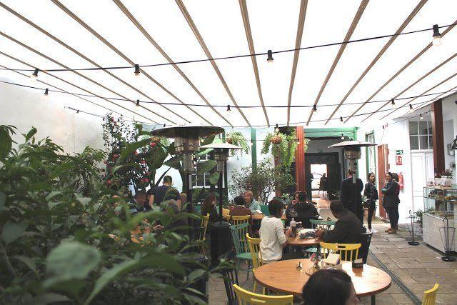 El patio lagunero con olor a pastelería francesa