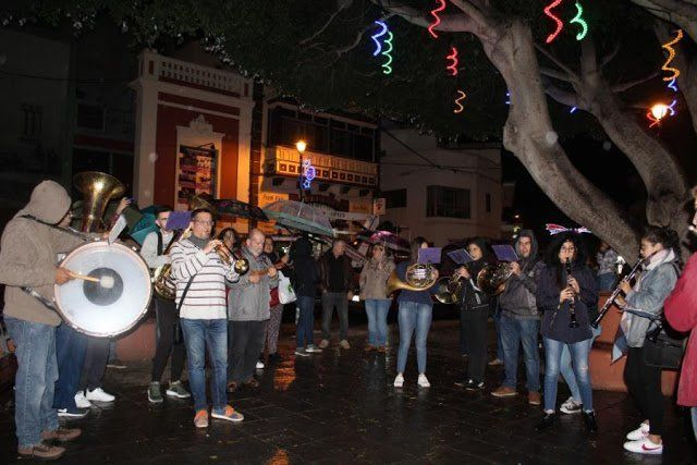 El casco histórico lagunero enciende este viernes en la calle de La Carrera el alumbrado navideño