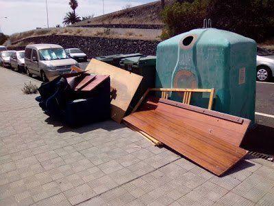 El Ayuntamiento pide que se utilice el servicio gratuito de recogida de muebles y enseres