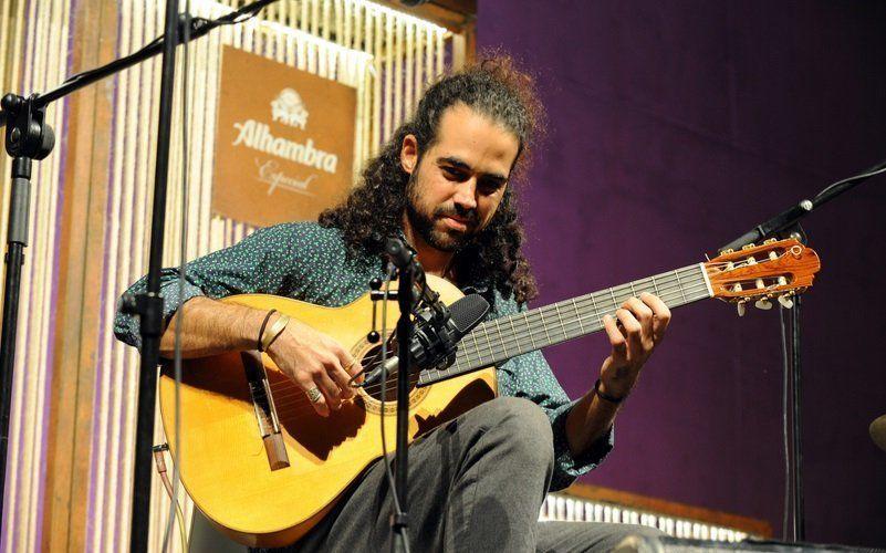 El Teatro Leal acoge el concierto en solitario del guitarrista David Minguillón