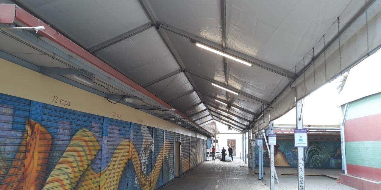 El Ayuntamiento inicia la rehabilitación de las canaletas y carpas externas del Mercado Municipal