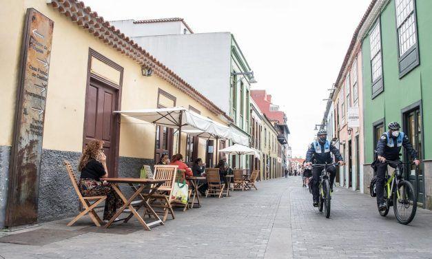 La Laguna permitirá provisionalmente a locales de restauración el uso de mobiliario interior en la vía pública
