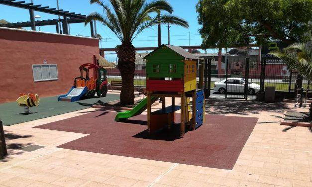 La Laguna amplía el parque infantil de la Plaza San Jerónimo con un complejo de juegos con un tobogán inclusivo