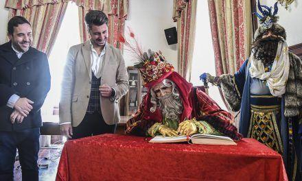 Los Reyes Magos visitan este martes los distritos de La Laguna para saludar a los niños y niñas desde la distancia